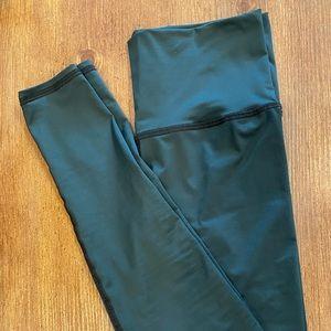 Teeki- Hinter green hot pants